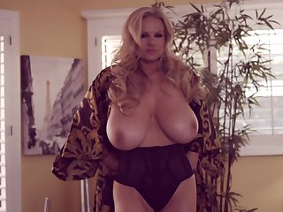 Orgasm craving blonde Kelly Madison is in need of a solo session