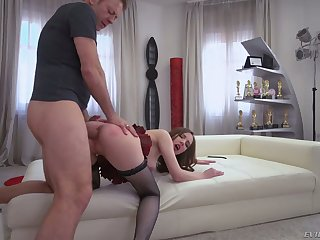 Knick-knack addicted whore Lina Mercury takes Rocco's valiant load of shit buy her asshole