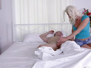 Tattooed MILF blonde Dyana Hot gives a blowjob before getting fucked