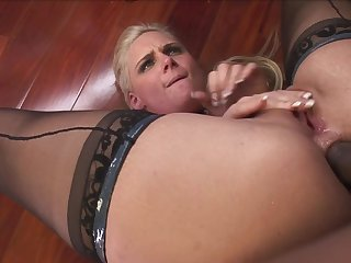 Mature gets severe butt fucking pleasures with a insidious lover