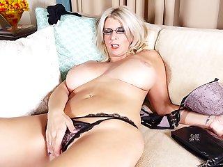 Huge natural boobs on a blonde MILF Dasia as she masturbates