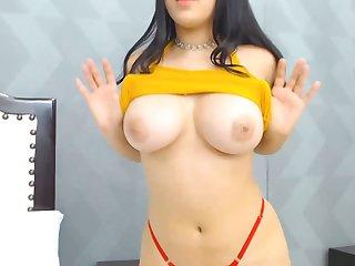 Brunette Babe With Delightful Juicy Figure