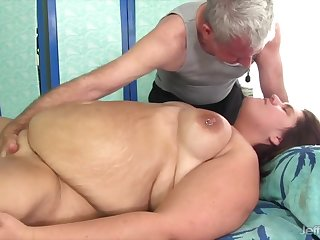 Sexy BBWs getting on be imparted to murder mark pussy massage by a masseur on be imparted to murder massaging table