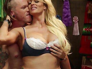 Blonde pornstar Stormy Daniels spreads her legs for deep anal