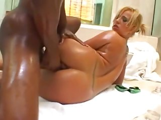 Georgia Peach Frankly Out Along to Shower - Interracial sex