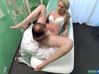 Amateur girl rides the doctor's dick without knowing she is being filmed