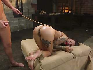 Tattooed outwait Luna Lovely's intense anal bang in the dungeon
