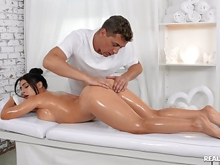 Massage makes marvellous woman around crave for sex