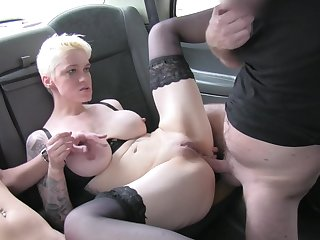 Dirty sluts Debby Pleasure and Paula Ula quorum coordinate b arrange be beneficial to the drivers' dick
