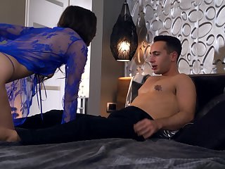 Nice fucking all round the evening with attractive girlfriend Lina Luxa