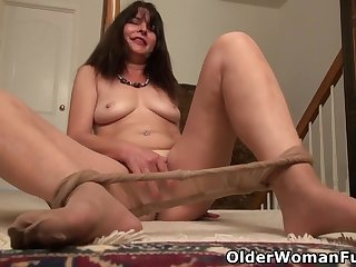 Lani Lee - American Milf Peels Off Their way Nylon Pantyhose And Gently Rubs Their way Dear Matured Pussy